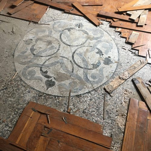 Discovering the old mosaic floors